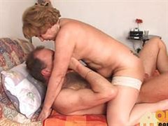 experienced husband fuck the old wife in the pink kunka